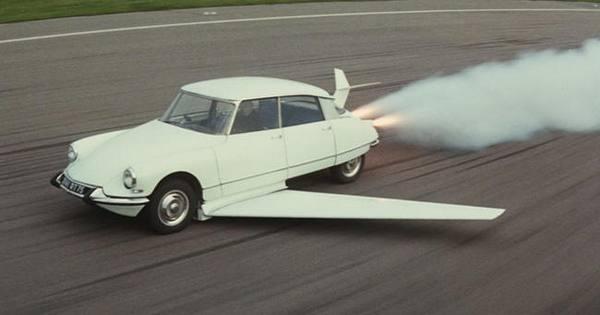 Летающий автомобиль из фильма Фантомас