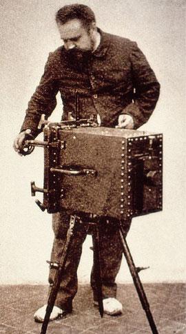 Луи Бутан со своим подводным фотоапаратом
