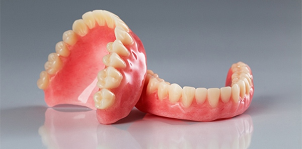 Знімні зубні протези