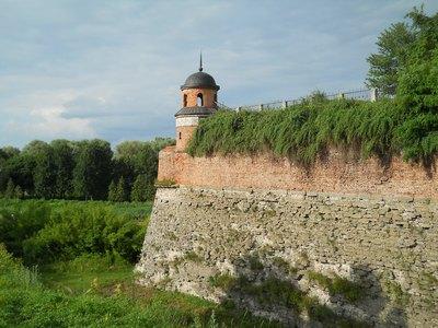 Замок порос травой