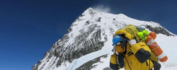 альпинист на эвересте